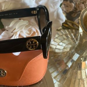 Brand new-🔥Tory Burch sunglasses 😎